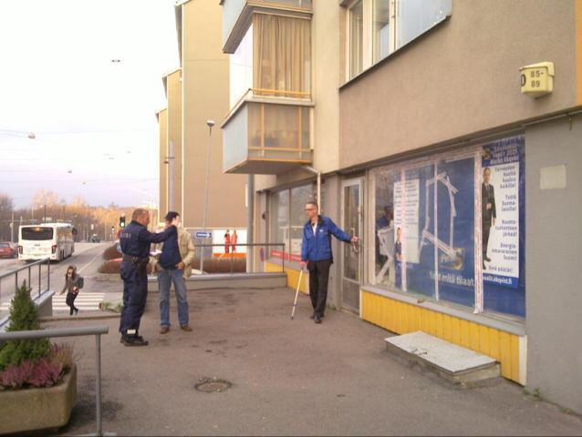 vaalitoimiston kivitys 30.11.2014